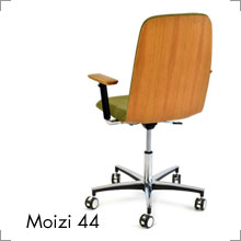 Stuhl Moizi 44 Rückenansicht bei Riemenschneider-Wiesbaden